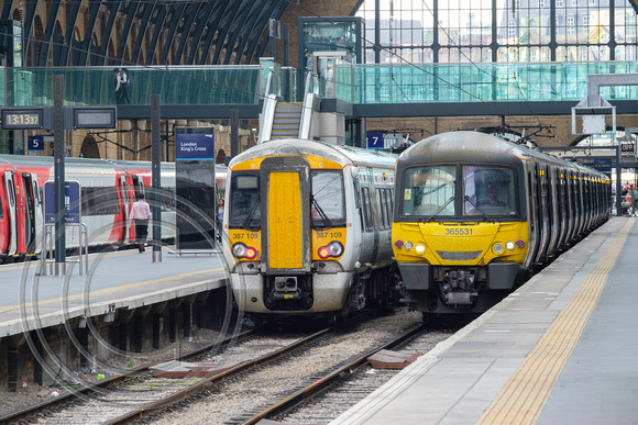 Classes 365 and 387 line up at London Kings Cross 22062017 - DSCF8497